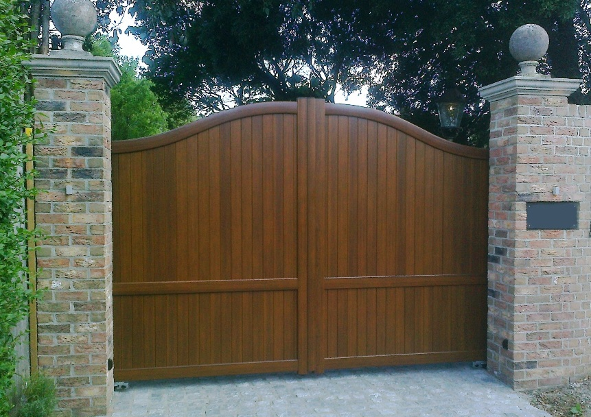 Aluminium driveway gates in wood effect finish design for Aluminum gates for driveways